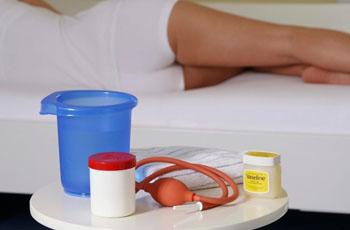 Причины появления молочницы и розовых выделений